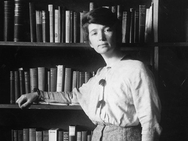 1916: Full-length portrait of American nurse and social reformer Margaret Sanger leaning against a bookcase. (Photo by Hulton Archive/Getty Images)