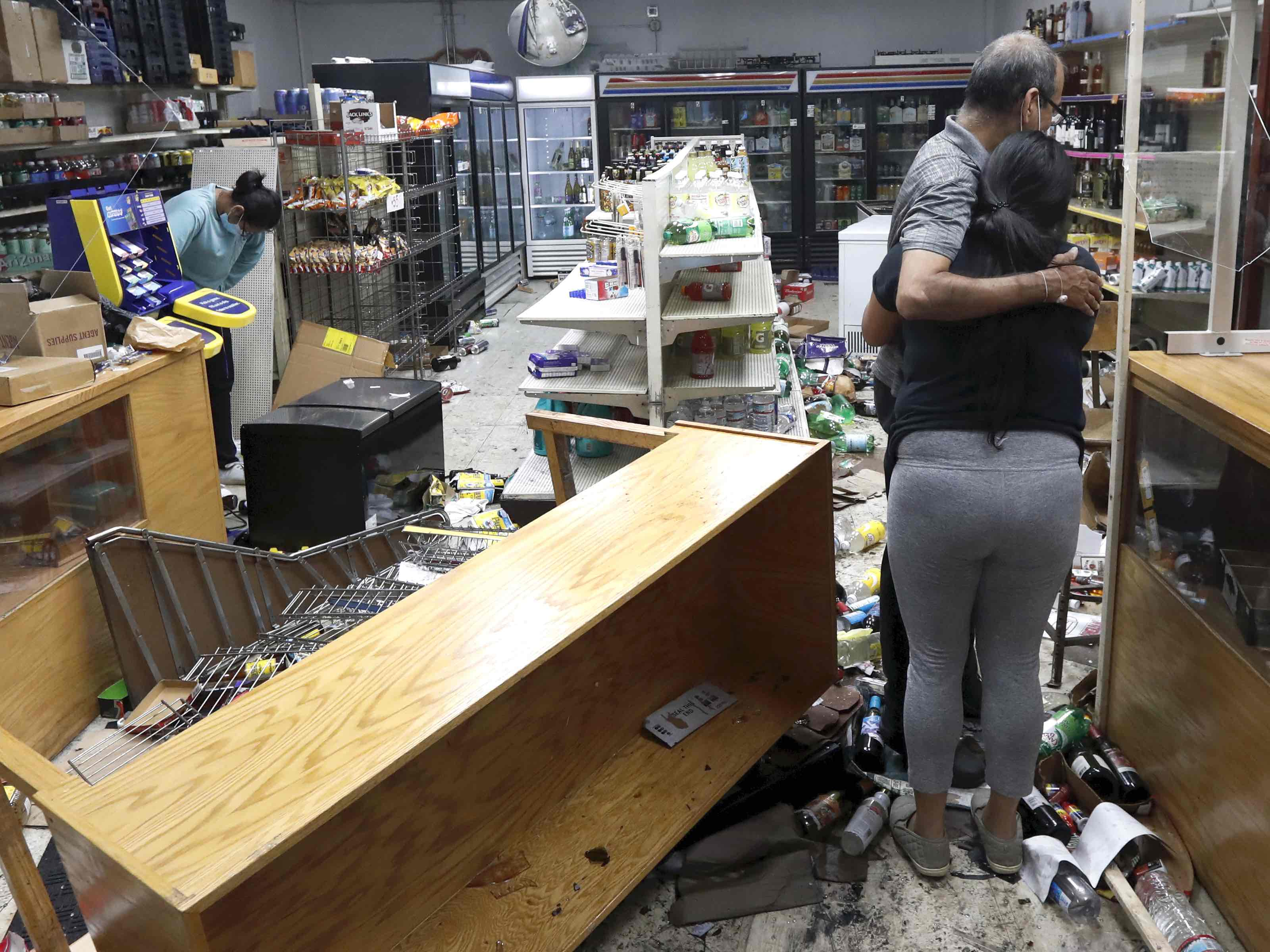 Chicago looting (Charles Rex Arbogast / Associated Press)