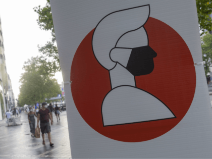 Illustration picture shows signs requiring people to wear facemasks at Avenue de la Toison d'Or - Guldenvlieslaan, Brussels, Wednesday 12 August 2020. The Covid-19 contamination numbers are rising again, and fast, in Brussels. As from today, 12 August, people above age 12 are obliged to wear a mouth mask at …