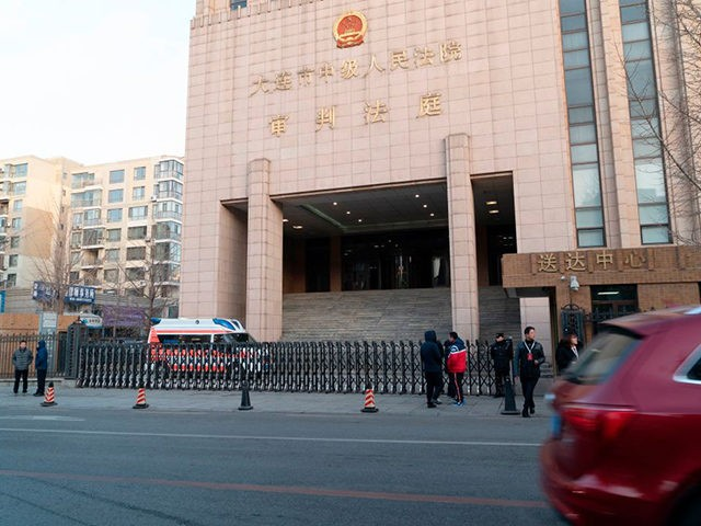 This photo taken on January 14, 2019 shows the Dalian Intermediate People's Court before the retrial of Canadian Robert Lloyd Schellenberg on drug trafficking charges, in Dalian, China's northeast Liaoning province. - A Chinese court's decision to impose the death penalty on a convicted Canadian drug smuggler has escalated a …