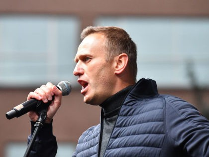 Russian opposition leader Alexei Navalny gestures as he delivers a speech during a demonstration in Moscow on September 29, 2019. - Thousands gathered in Moscow for a demonstration demanding the release of the opposition protesters prosecuted in recent months. Police estimated a turnout of 20,000 people at the Sakharov Avenue …