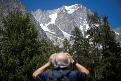 Italian resort evacuated over risk of falling Mont Blanc ice