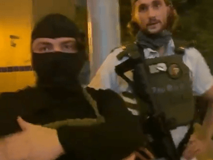 Armed protesters join Breonna Taylor rally in Austin, Texas, Wednesday night. (Photo: Twitter Video Screenshot/Savanah Hernandez)