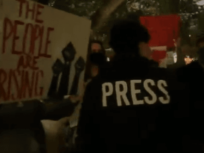 Austin, Texas, independent journalist mobbed, chased out of protest rally. (Photo: Twitter Video Screenshot/Savanah Hernandez)