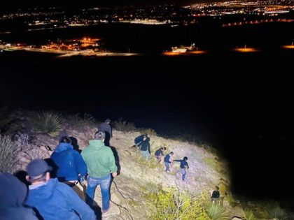 Border Patrol agents apprehend a large group of migrants in the Mt. Cristo Rey region of New Mexico. (Photo: U.S. Border Patrol/El Paso Sector)