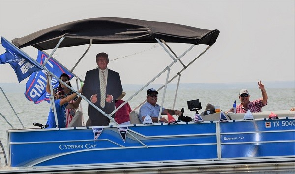 Event organizers Ron and Pam Lang lead the contingent of boats supporting the re-election of Donald Trump. (Photo: Lana Shadwick/Breitbart Texas)