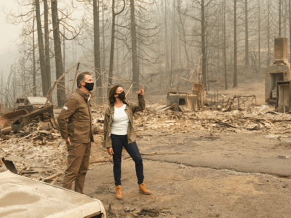 Spent time surveying a burn site with @GavinNewsom in an area that has been devastated by the recent wildfires in California. I'm incredibly grateful for the courage of our brave firefighters and those who have come near and far to help those fleeing the destruction.