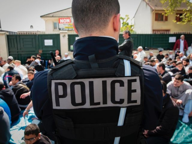 After a five year judicial struggle with the local right wing council, the mosque of Montfermeil announced on April 13, 2017 it would close its doors on April 14, according to a court ruling considering that the place of worship does not meet security standards. / AFP PHOTO / GEOFFROY …
