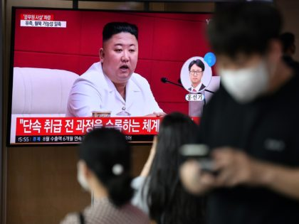 "People watch a television news broadcast showing file footage of North Korean leader Kim Jong Un, at a railway station in Seoul on September 25, 2020. - North Korean leader Kim Jong Un apologised on September 25 over the killing of a South Korean at sea, calling it an ""unexpected …"