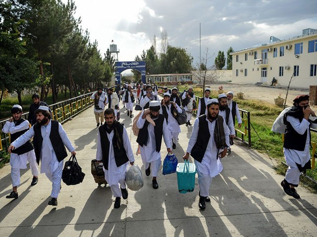 TOPSHOT - Taliban prisoners walk as they are in the process of being potentially released from Pul-e-Charkhi prison, on the outskirts of Kabul on July 31, 2020. - Afghan President Ashraf Ghani on July 31 ordered the release of 500 Taliban prisoners as part of a new ceasefire that could …