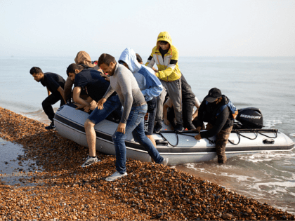UK Govt to Target Illegal Migrants' Smartphones with Ads Asking Them Not to Come