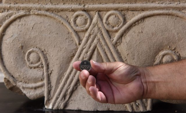 Limestone artifacts from ancient royal mansion unearthed in Jerusalem
