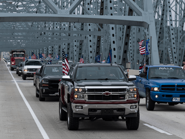 CINCINNATI, OH - SEPTEMBER 12: A caravan of cars travel eastward on I-275 in solidarity with President Donald Trump flying 'Trump 2020' and American flags. Trump supporters gathered at various points along the I-275 Beltway and drove in a parade along the interstate circling Cincinnati. (Photo by Matthew Hatcher/Getty Images)