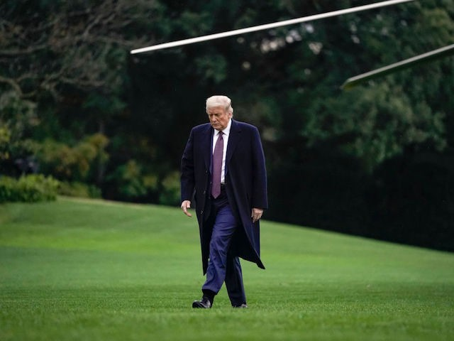 WASHINGTON, DC - OCTOBER 01: U.S. President Donald exits Marine One on the South Lawn of the White House on October 1, 2020 in Washington, DC. President Trump traveled to Bedminster, New Jersey for a roundtable event with supporters and a fundraising event. (Photo by Drew Angerer/Getty Images)
