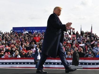 US President Donald Trump claps his hands as he departs, after speaking during a campaign rally at Manchester-Boston Regional Airport in Londonderry, New Hampshire on October 25, 2020. - Donald Trump's reelection campaign on Sunday sought to brush off another Covid outbreak in his team by focusing its attacks on …