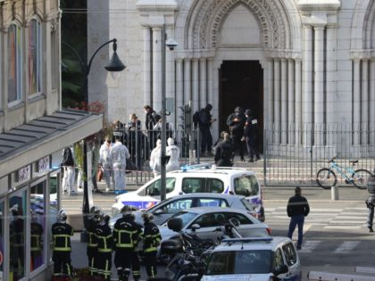 French members of the elite tactical police unit RAID enter to search the Basilica of Notre-Dame de Nice as forensics officers wait outside after a knife attack in Nice on October 29, 2020. - A man wielding a knife outside a church in the southern French city of Nice slit …