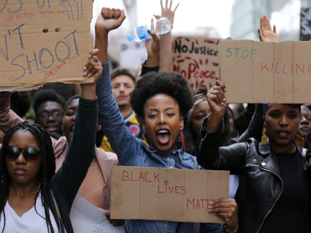 Police arrested scores of people in demonstrations overnight Saturday to Sunday in several US cities, as racial tensions simmer over the killing of black men by police. / AFP / DANIEL LEAL-OLIVAS (Photo credit should read DANIEL LEAL-OLIVAS/AFP via Getty Images)