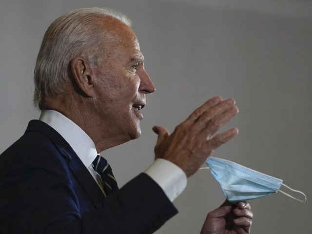Joe Biden mask Michigan (Carolyn Kaster / Associated Press)