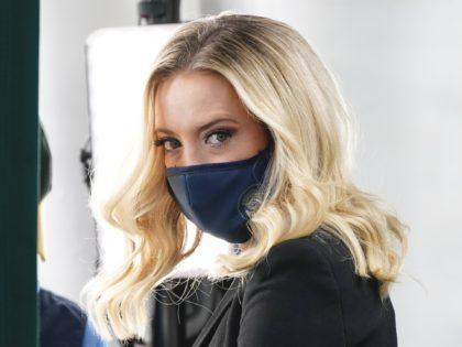 Kayleigh McEnany Mask 2 (Jaquelyn Martin / Associated Press)