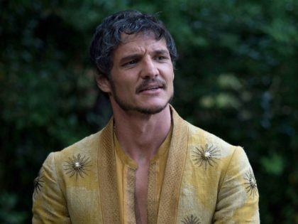 'The Mandalorian' Star Pedro Pascal Says 'Vote Against Family Separation'