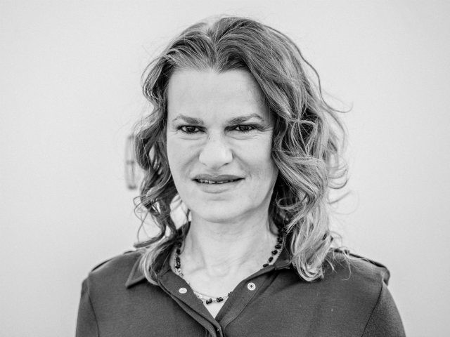Actress Sandra Bernhard: Amy Coney Barrett Is Controlled By Her Religious Dogma, Has Total Contempt of Other Women