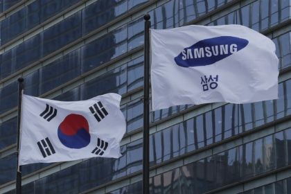 A Samsung Group flag and South Korean national flag flutter at its office in Seoul, South Korea, Wednesday, May 6, 2020. Samsung heir Lee Jae-yong on Wednesday expressed remorse but offered no clear admission of wrongdoing over his alleged involvement in a 2016 corruption scandal that spurred massive street protests …