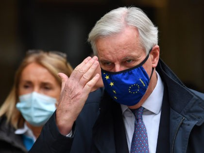 EU chief negotiator Michel Barnier wearing a face mask because of the novel coronavirus pandemic walks to a conference centre to continue negotiations on a trade deal between the EU and the UK in London on November 11, 2020. - The European Union and Britain said major divergences remain but …