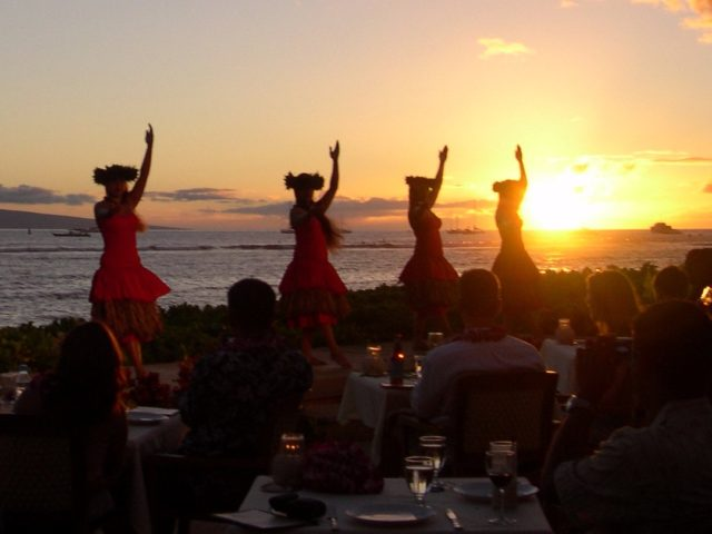 Hawaii Luau (Nicole Bratt / Flickr / CC / Cropped)