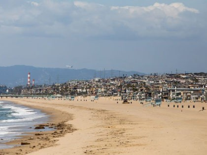 Hermosa Beach is pictured empty in California on March 28, 2020. - Los Angeles County closed all beaches today as a new measure to stem the spread of COVID-19. (Photo by Apu GOMES / AFP) (Photo by APU GOMES/AFP via Getty Images)