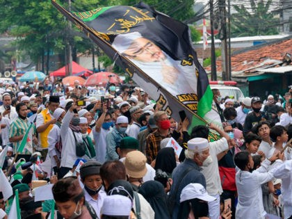 Supporters of Rizieq Shihab, leader of the Indonesian hardline organisation FPI (Front Pembela Islam or Islamic Defenders Front), rally outside their headquarters in Jakarta on November 10, 2020, following their leader's return from Saudi Arabia. (Photo by BAY ISMOYO / AFP) / The erroneous mention[s] appearing in the metadata of …