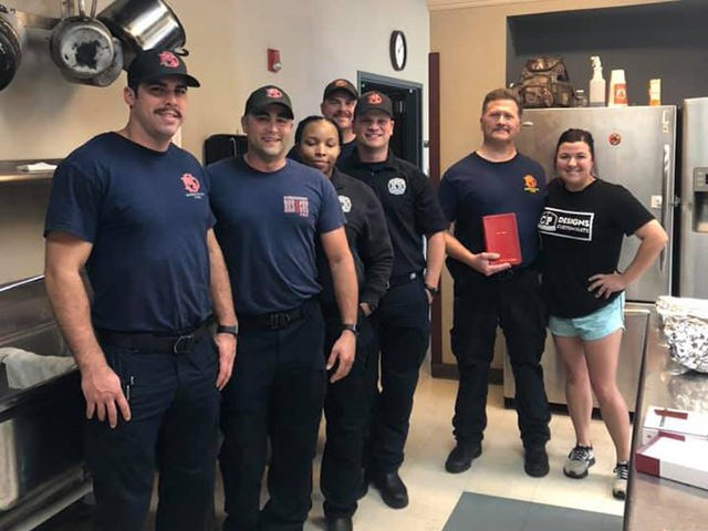 Couple Cooks and Delivers Thanksgiving Meals to Firefighters Across Shreveport
