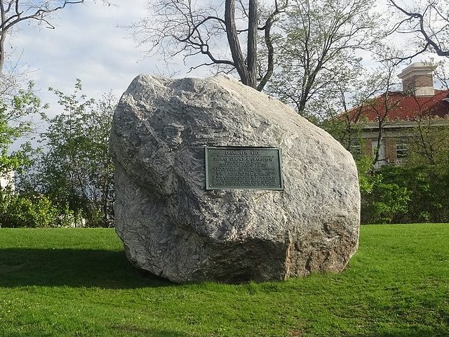 Racist Chamberlin Rock (Corey Coyle / Wikimedia Commons)