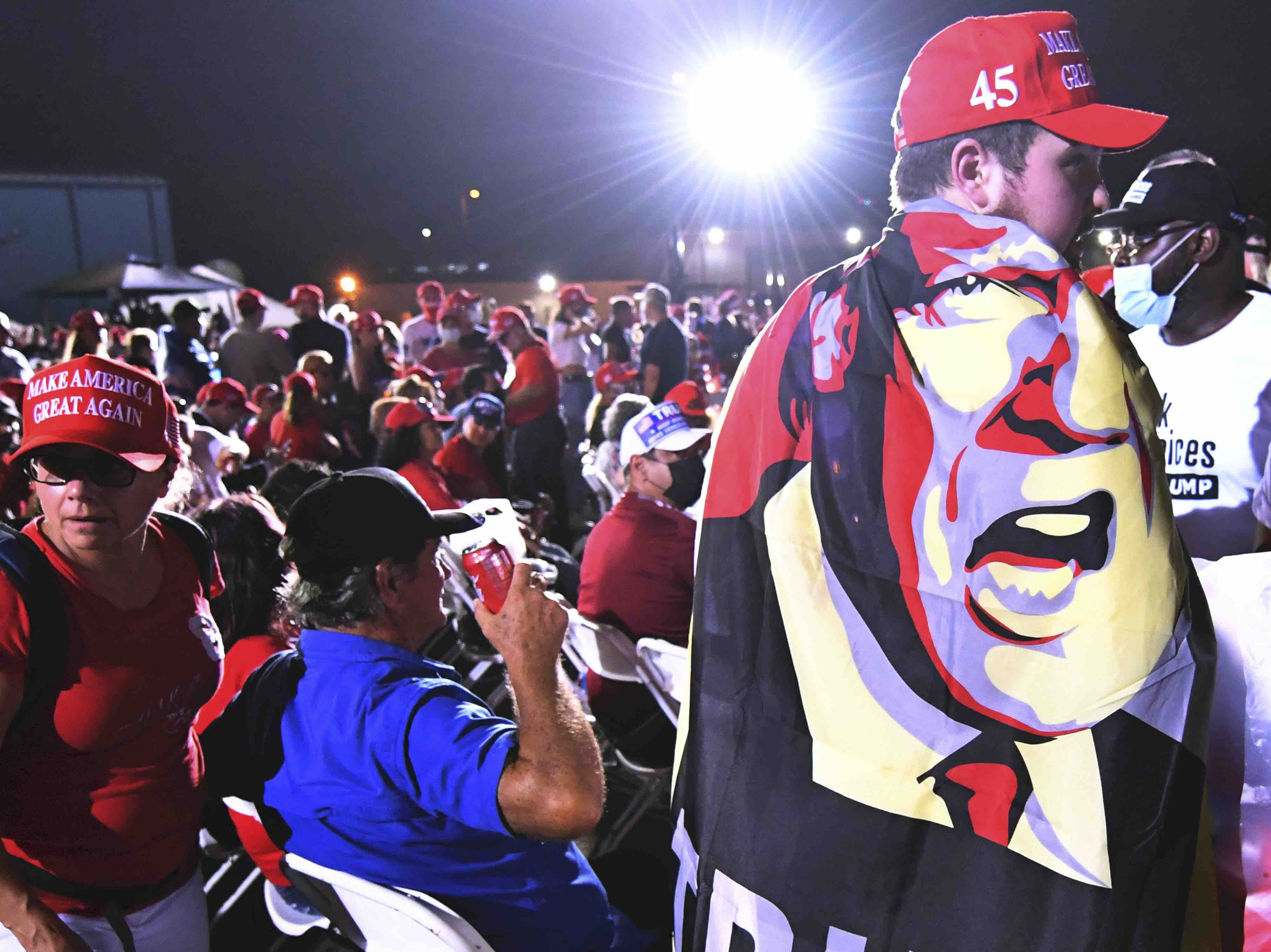 Trump cape Miami (Jim Rassol / Associated Press)