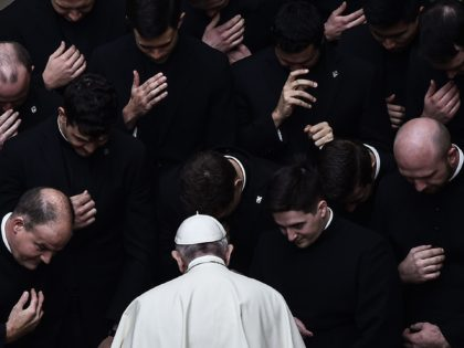TOPSHOT - Pope Francis prays with priests at the end of a limited public audience at the San Damaso courtyard in The Vatican on September 30, 2020 during the COVID-19 infection, caused by the novel coronavirus. (Photo by Filippo MONTEFORTE / AFP) (Photo by FILIPPO MONTEFORTE/AFP via Getty Images)