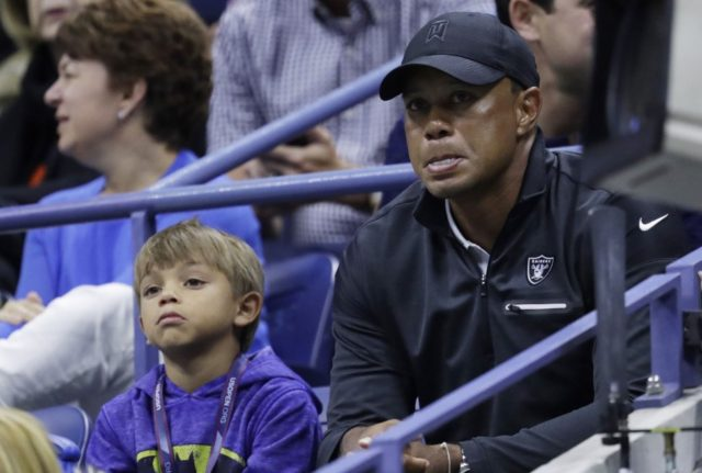 Woods to play with Charlie in father-son tournament