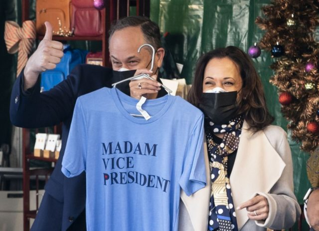 Kamala Harris visits outdoor Washington, D.C. market for Small Business Saturday