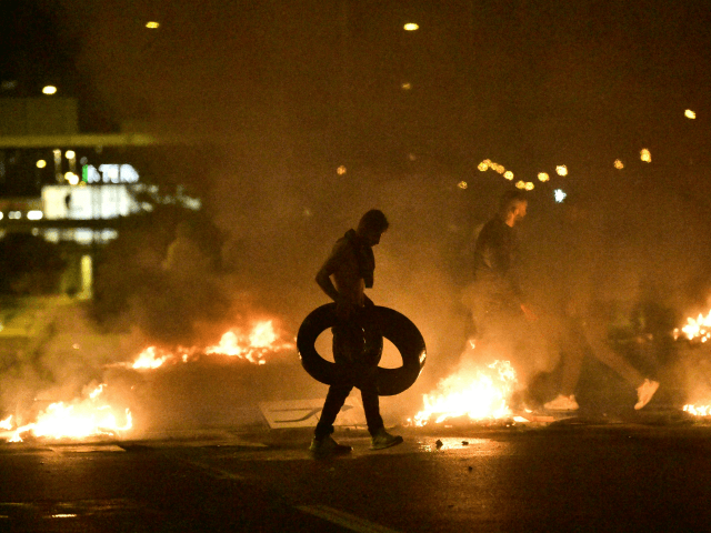 Demonstrators burn tyres during clashes with police in the Rosengard neighbourhood of Malmo, Sweden, on August 28, 2020. - The protest was sparked by the burning of a coran by members of Danish far-right party Stram Kurs during an anti-Muslim rally in Malmo earlier in the day. The party's leader …