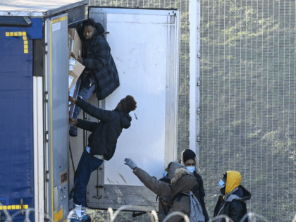 Calais Lorry Drivers Overwhelmed By Migrants Trying To Board Them