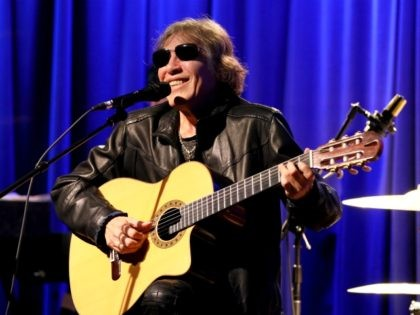 LOS ANGELES, CALIFORNIA - FEBRUARY 11: José Feliciano performs at An Evening With José Feliciano at the GRAMMY Museum on February 11, 2020 in Los Angeles, California. (Photo by Rebecca Sapp/Getty Images for The Recording Academy )