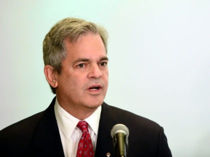 """US Steve Adler, Mayor of Austin, takes part in a press conference titled """"US Mayors on the Future of US Climate Action"""" in Mexico City, on December 2, 2016. Mayors from scores of the world's biggest cities gather in Mexico to plot their strategy for yor climate change in the …"""