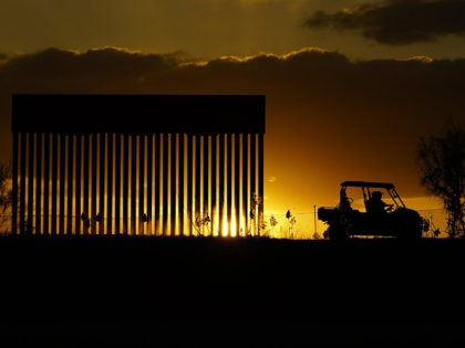Poll: Public Overwhelmingly Supports Donald Trump's Border Wall