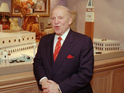 Sheldon Adelson, chairman of Las Vegas Sands Inc., speaks about their new resort, The Venetian, under construction Thursday night, July 10, 1997, during a VIP tour of the preview center in Las Vegas. The $2 billion, 6,000-room megaresort on the Las Vegas Strip will feature replicas of the icons of …