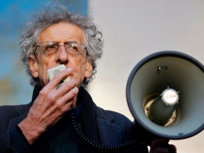 Piers Corbyn, brother of Jeremy Corbyn, the former leader of Britain's opposition Labour party, addresses supporters as he arrives at Westminster Magistrates court in central London on November 27, 2020. - Piers is accused of attending anti-lockdown and anti vaccine protests at Hyde Park during the first coronavirus COVID-19 lockdown …