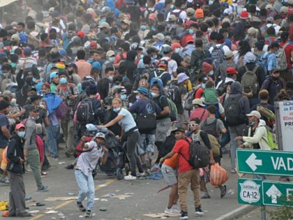 TOPSHOT - Migrants who arrived in caravan from Honduras on their way to the United States are being dispersed by security forces in Vado Hondo, Guatemala, on January 18, 2021. (Photo by Johan ORDONEZ / AFP) (Photo by JOHAN ORDONEZ/AFP via Getty Images)