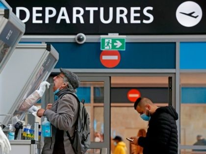 UK Medic: Covid Passports 'Unavoidable' as Nations Introduce Quarantine-Free Arrivals for Vaccinated Flyers