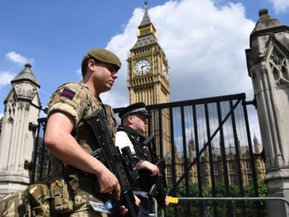 TOPSHOT - A British Army soldier patrols with an armed police officer near the Houses of Parliament in central London on May 24, 2017. - Britain deployed soldiers to key sites Wednesday and raised its terror alert to the maximum after the Manchester suicide bombing by Salman Abedi, reportedly a …