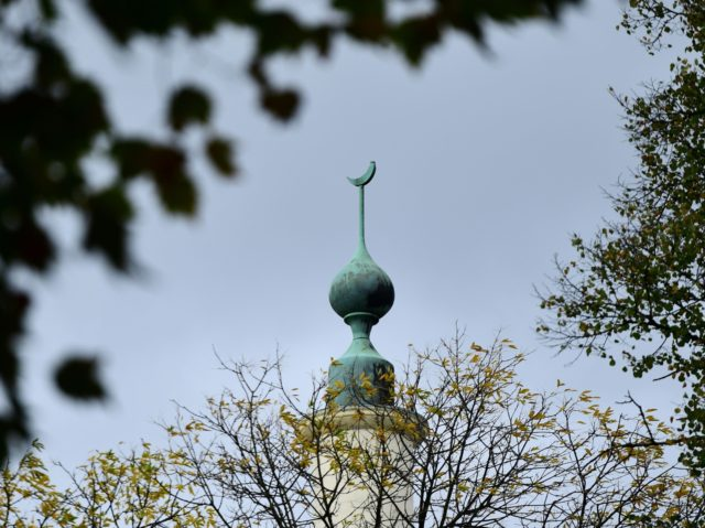 This picture taken on October 3, 2017, shows the top Brussels great mosque's minaret. Belgium has withdrawn the rights of residence to one of the emblematic imams of the Great Mosque of Brussels, Abdelhadi Sewif, on October 3, 2017. / AFP PHOTO / Emmanuel DUNAND (Photo credit should read EMMANUEL …