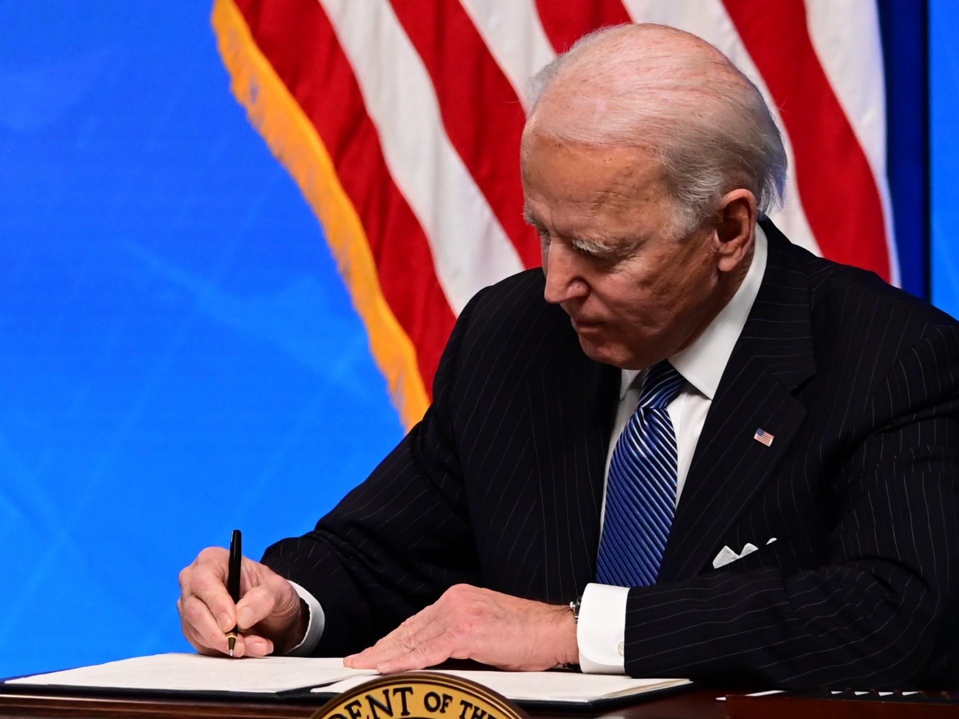 Joe Biden signing order (Jim Watson / AFP / Getty)