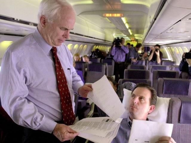 John Weaver aboard John McCain's campaign plane in February 2000. Photo: Robert Schmidt/AFP via Getty Images)