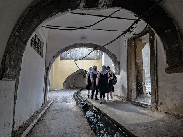 Iraqi pupils wearing protective masks walk to school on the first day of the new academic year the northern city of Mosul, on November 29, 2020, amid the COVID-19 pandemic. - Iraq's schools began a new academic year, after weeks of delay due to the coronavirus pandemic. Children will attend …